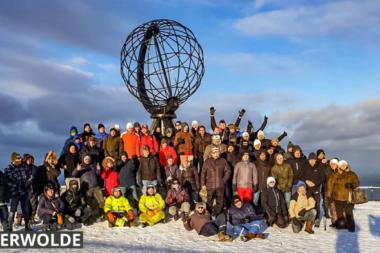 Deelnemers Noordkaap Barrel Challenge arriveren op de Noordkaap