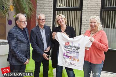 Vrienden UMCG blij met donatie RTV Westerwolde