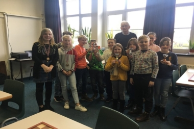 Elize van der Kamp en Jona Bos damkampioenen district Oost Groningen