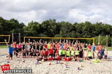 Zandhappen bij beachvolleybal clinic van Christiaan Varenhorst en Stefan Boermans