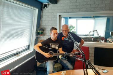 Krzysztof Groen en Bé Schmaal te gast bie Janny in het programma Diverdoatsie