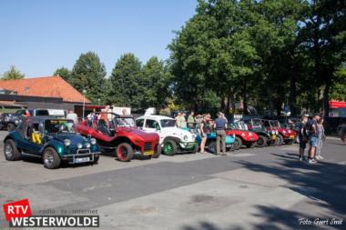 Rook, benzinelucht en ronkende motoren bij de start van de Buggy puzzeltocht vanuit Vlagtwedde