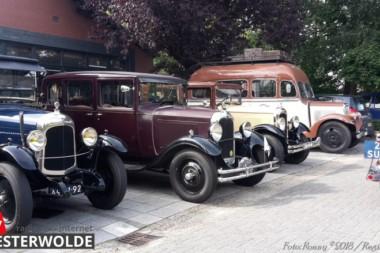 Deelnemers rally met oldtimers brengen bezoek aan Keramisch Museum Goedewaagen