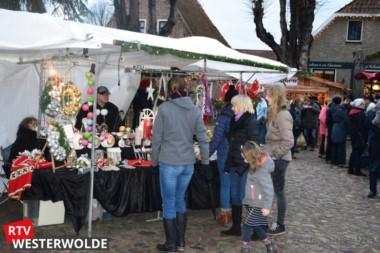 Ondanks de regen toch nog goed bezochte kerstmarkt in Bourtange