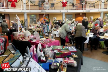 Gezelligheid op de kerstmarkt in de Bolderbörg