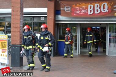 Winkelcentrum de Helling ontruimd na melding vreemde lucht