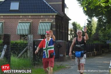 Wandelaars volgen route  soldaten in 1568