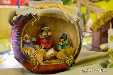 Kerstmarkt met  expositie kerststalletjes in Sint Willibrorduskerk te Ter Apel