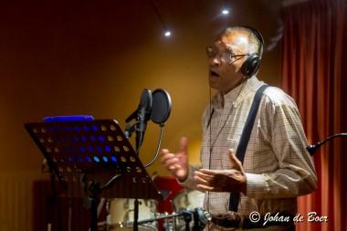 Kippenvelmoment tijdens opnieuw inzingen van Bourtanger lied door Marius Monkau